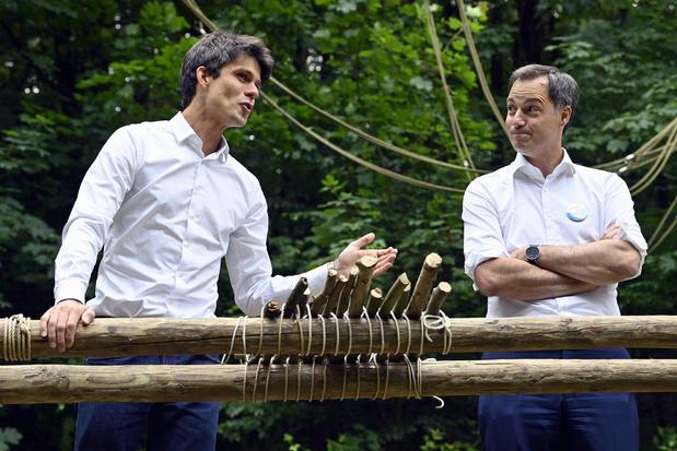 Minister van Jeugd Dalle en premier De Croo geven 'Chapeau' aan kampleiding
