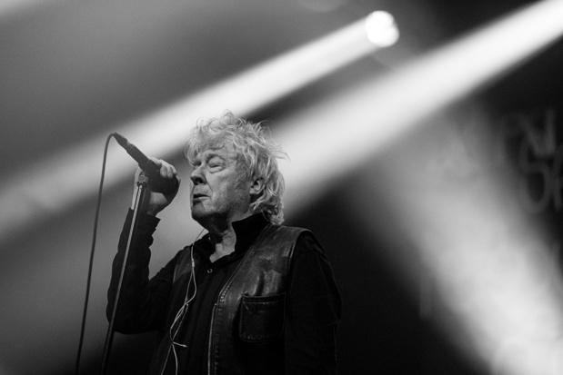 Arno est atteint d'un cancer, il reporte 13 concerts