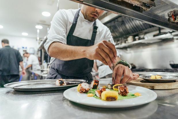 België heeft een nieuwe driesterrenzaak en 13 chefs nemen een (extra) ster in ontvangst