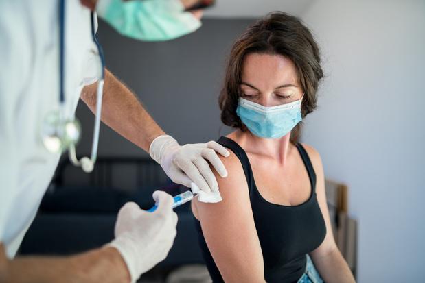 Vaccin covid: une com' à deux vitesses