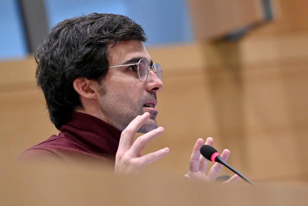 Le plaidoyer de Calvo: revitaliser la démocratie et freiner les dégâts des réseaux sociaux
