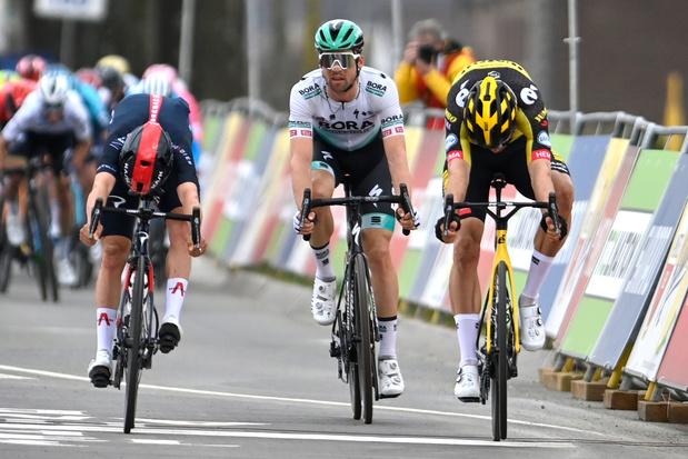 Fotofinish brengt uitsluitsel: Van Aert sprint naar zege voor Pidcock in Amstel Gold Race