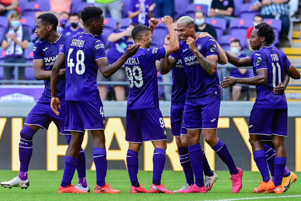 Anderlecht: drie spelers en twee leden uit sportieve staf testen positief op corona