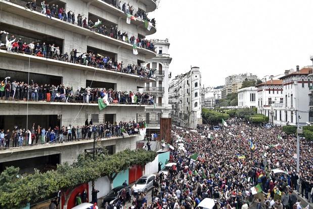 """Algérie: l'armée juge """"irraisonnable"""" toute transition hors des institutions"""