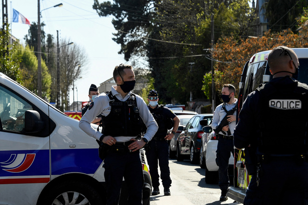 Une fonctionnaire de police tuée à coups de couteau en France: le parquet antiterroriste saisi