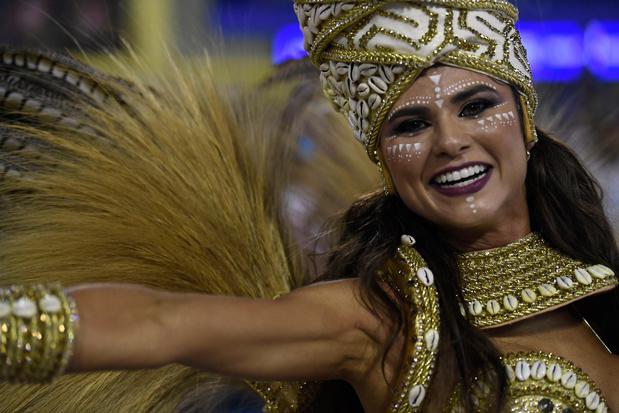 En images: Une parade féerique et contestataire pour le Carnaval de Rio