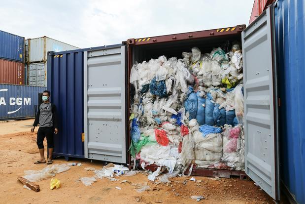 Indonesië stuurt containers met illegaal plastic afval terug naar het westen