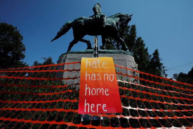 Charlottesville verwijdert omstreden standbeeld van Robert E.  Lee