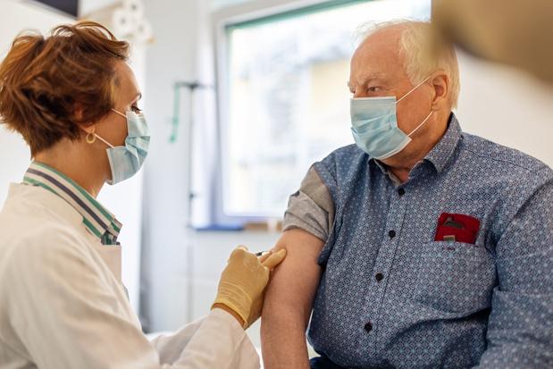 "Covid: lundi, la Wallonie passe pleinement à la phase ""grand public"" de la vaccination"