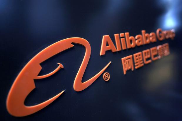 L'action d'Alibaba sous le prix maximum pour l'introduction géante à Hong Kong