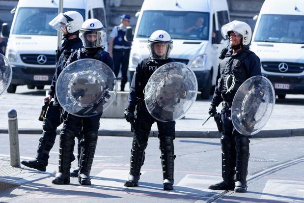 De Crem noemt rellen in Anderlecht 'totaal ontoelaatbaar'