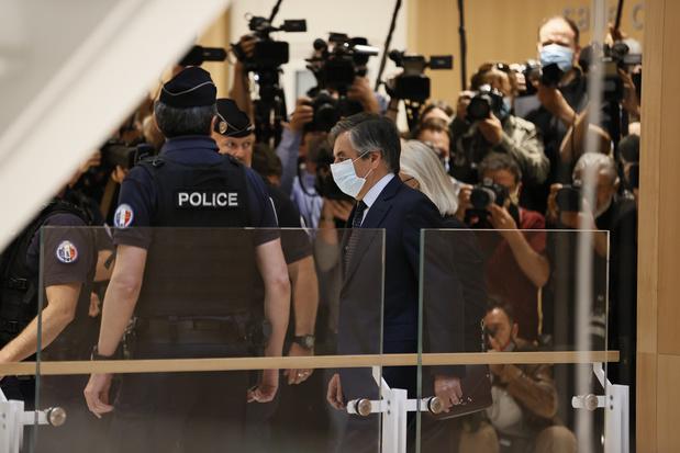 Emplois fictifs: François Fillon condamné à cinq ans de prison dont deux ferme