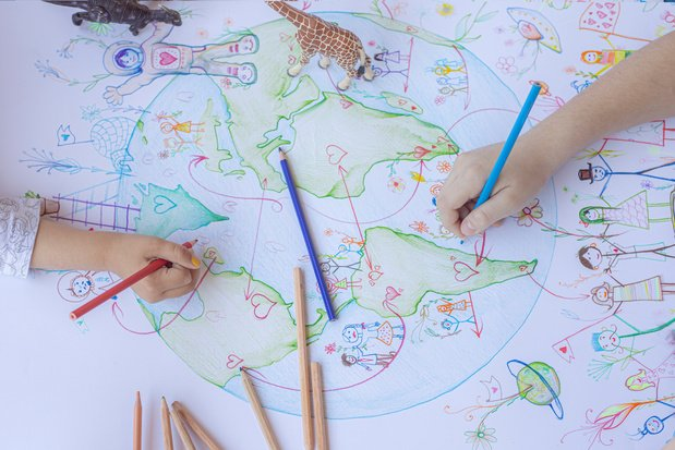 Knutseltip van een kunstenaar: organiseer een tekenestafette