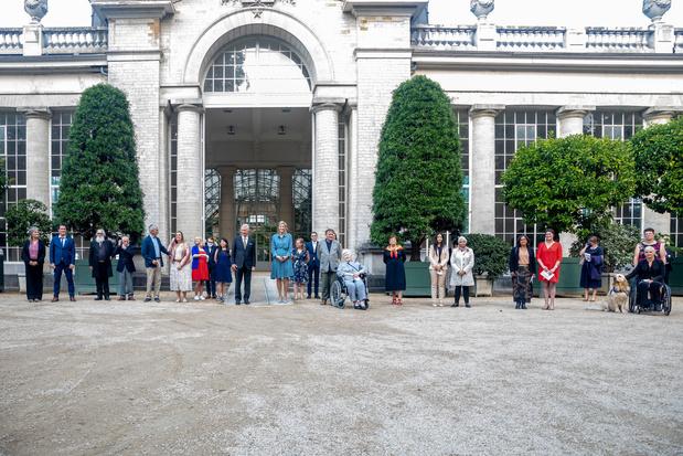"""Le roi Philippe a reçu huit """"héros du quotidien"""" au château de Laeken"""