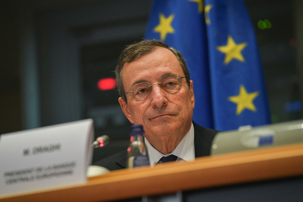 Mario Draghi passe le témoin de la présidence de la BCE en pleine bataille interne