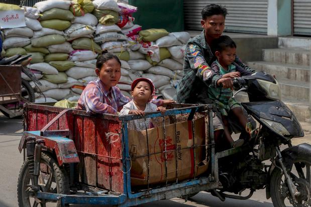 L'exode des habitants de Rangoun qui fuient la répression