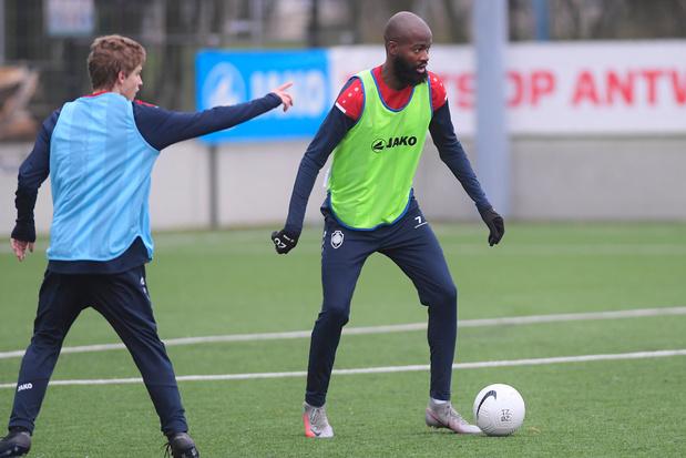 Antwerp-supporters bezoeken beloftentraining om Lamkel Zé te spreken