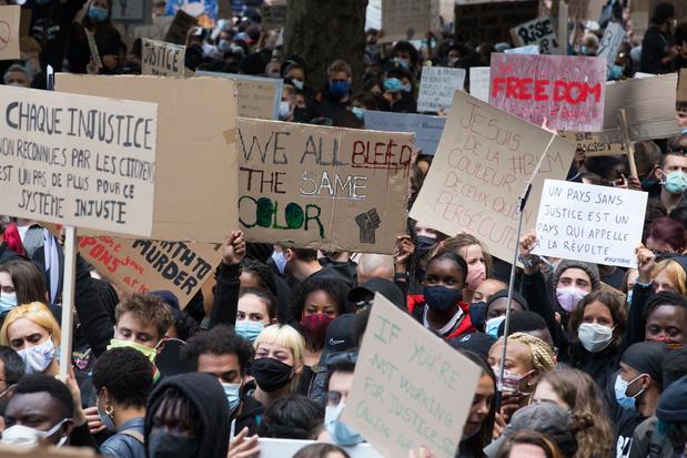 10.000 manifestants dans les rues de Bruxelles : l'inquiétude des virologues