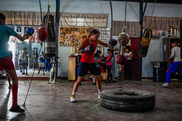 """Destins de femmes: la boxeuse vénézuélienne Tayonis Cedeño veut """"faire tomber les barrières"""""""