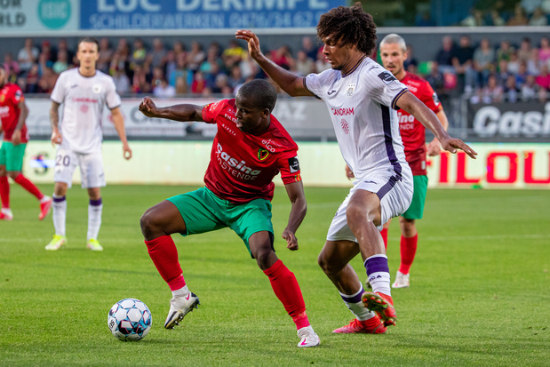 Anderlecht, à dix, remonte deux buts à Ostende
