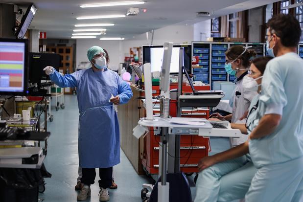 CNN over België: 'De situatie is zo erg, dat covid-positieve artsen moeten blijven werken'