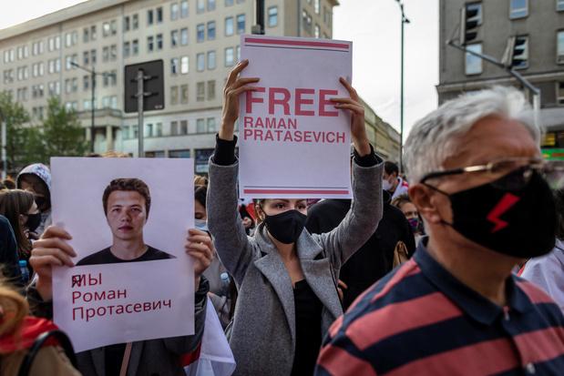 """Bélarus: L'opposant Protassevitch dit être """"passé aux aveux"""" dans une vidéo diffusée par la TV publique"""