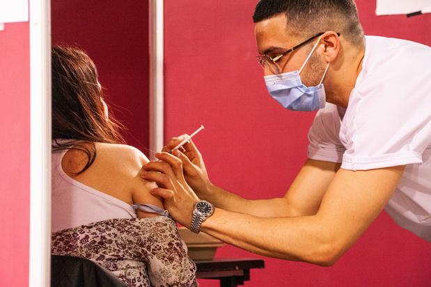 'Hoe verleidelijk een vaccinpaspoort ook klinkt: is het wel een goed idee?'