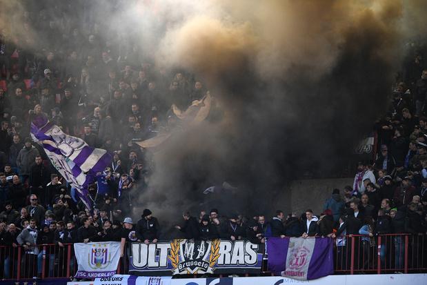 Le Standard et Anderlecht mis à l'amende pour des fumigènes