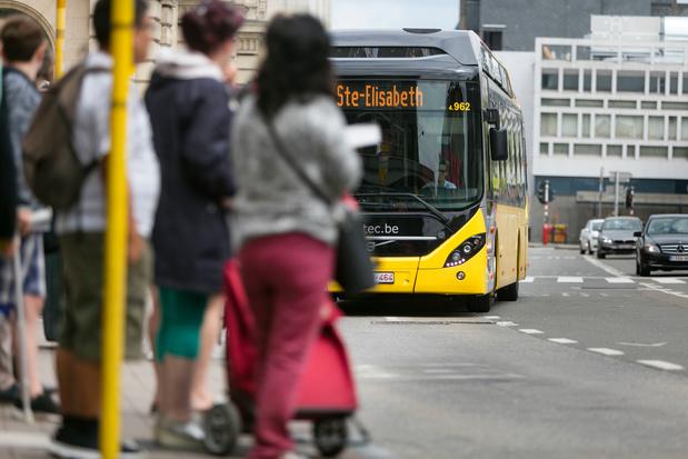 En Wallonie, les bus pour se rendre dans un centre de vaccination seront gratuits