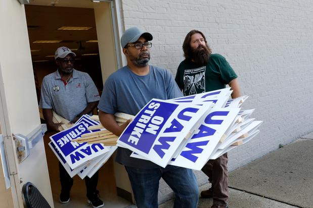 Devant l'usine de GM à Détroit, des grévistes prêts à un long combat
