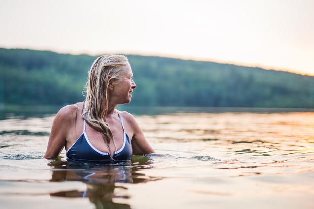 Factcheck: is het gevaarlijk om te eten voor je gaat zwemmen?