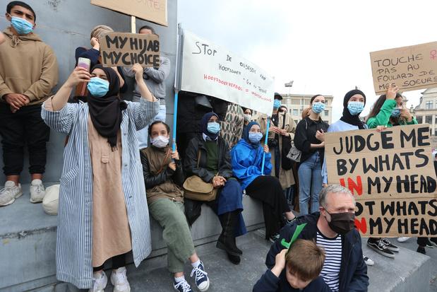 Manifestaton contre l'interdiction du foulard dans l'enseignement supérieur à Bruxelles