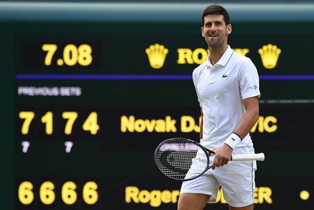 Djokovic bat Federer dans un duel titanesque et décroche son 16e titre en Grand Chelem
