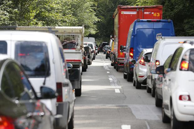 Brussel meet voor het eerst emissies van voertuigen in de straat