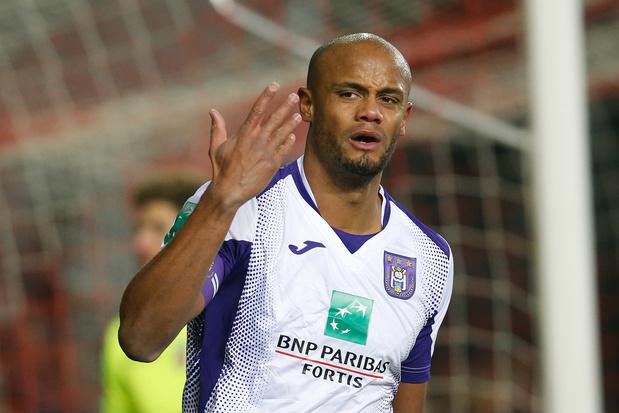 Anderlecht retrouve des couleurs en éliminant Mouscron, Kompany sort blessé