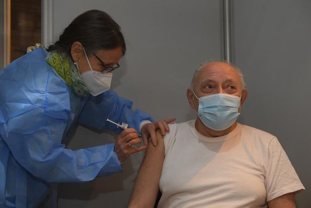 Vaccinatie tegen covid-19: artsen mogen enkel persoonsgegevens doorgeven