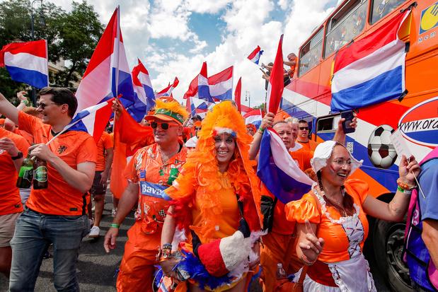 Opnieuw chaos bij UEFA: regenboogvlaggen dan toch welkom bij Nederlandse fans in Boedapest
