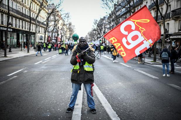 Réforme des retraites en France: passe d'armes gouvernement-syndicat au 25e jour de mobilisation