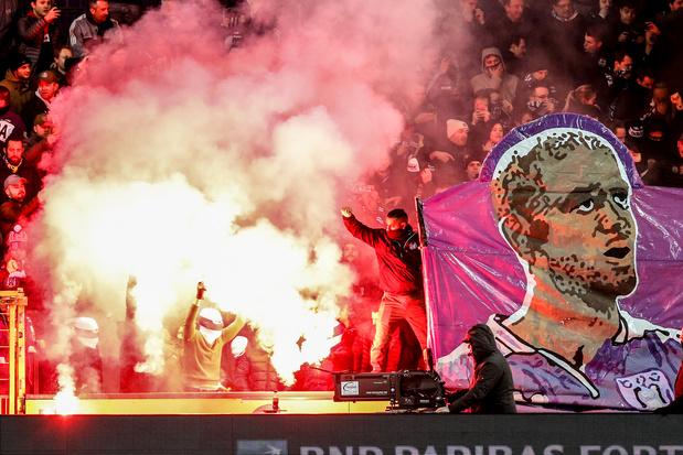 Le pétard lancé par un supporter à Malines risque de coûter 2.500 euros à Anderlecht