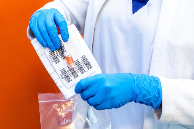 Covid: des chercheurs britanniques comptent infecter des volontaires