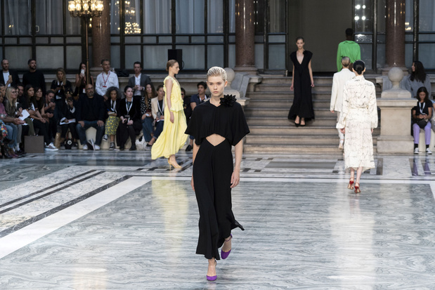 Britse modelievelingen Victoria Beckham, Simone Rocha en Ashish pakken London Fashion Week in