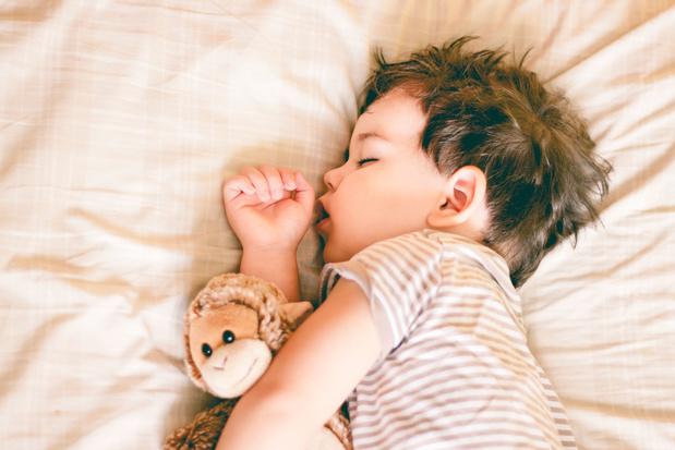 Een middagdutje maakt kinderen gelukkiger en intelligenter