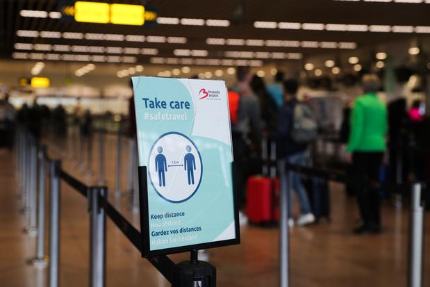 De très longues files d'attente dans le hall d'entrée de l'aéroport de Zaventem