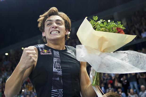 Jonge Zweed verbetert op een week tijd twee keer wereldrecord polsstokspringen