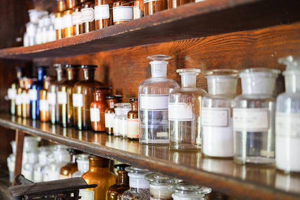 L'armoire à pharmacie se remplit peu à peu de traitements anti-Covid