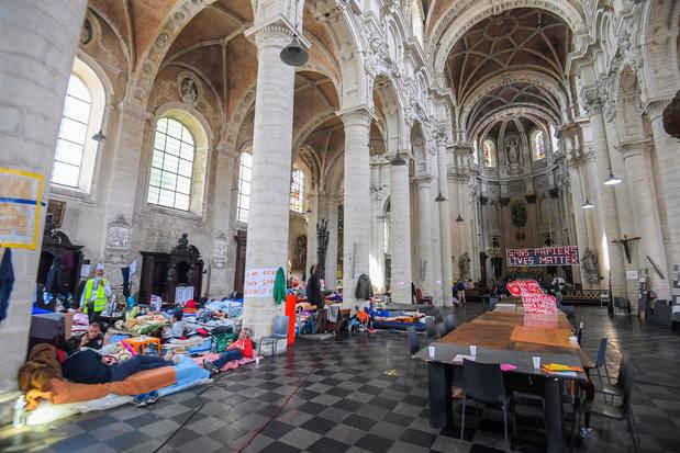 'Het debat over de hongerstakende mensen zonder papieren is (bewust) bedroevend simplistisch'