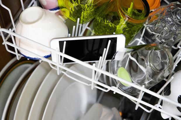 Stappenplan: zo worden je smartphone en computer weer helemaal proper
