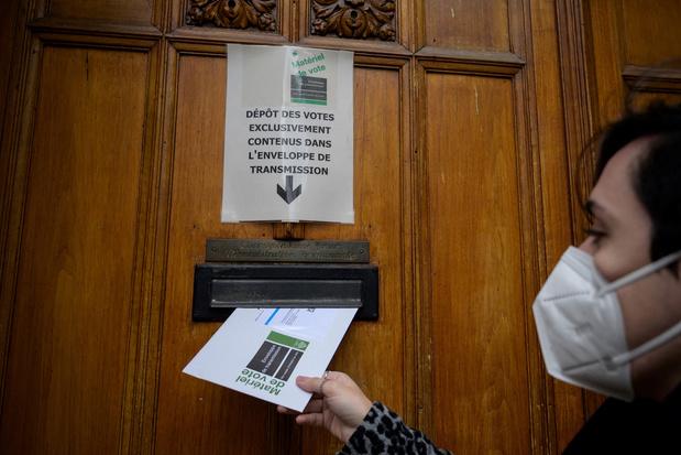 Zwitsers voor boerkaverbod en tegen elektronische identiteit