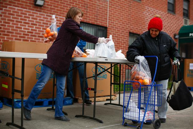 Chômage record: la demande explose pour les banques alimentaires new-yorkaises