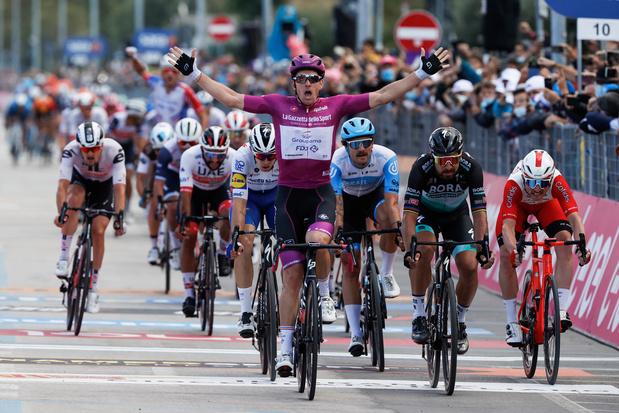 Arnaud Démare sprint overtuigend naar vierde zege in Giro